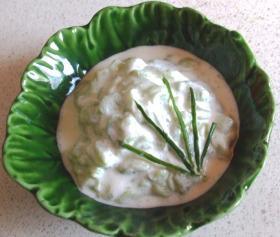 Tejfölös uborkasaláta