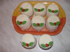 Mini Raffaello tortácskák karácsonyi köntösben