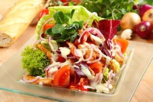 Gyros-saláta csirkehússal