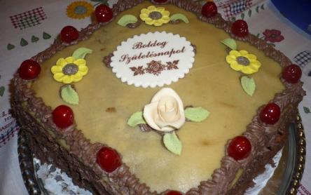 Püspökkenyeres csokitorta marcipánnal