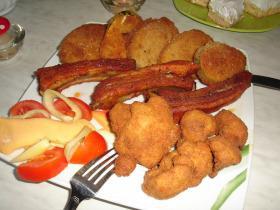 Panirozott  zöldségek, húsok