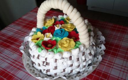 Szülinapi virágkosár torta