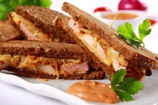 Savanyú káposztás gyros szendvics
