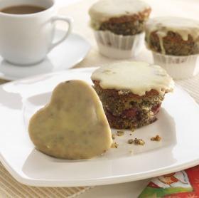Mákos, meggyes,  fehércsoki-mázas muffin