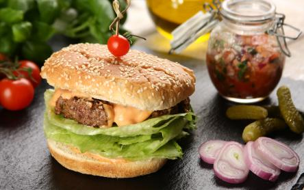 Hamburger paradicsom salsával
