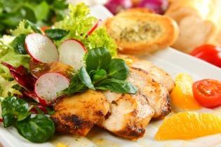 Kaliforniai csirkemell saláta