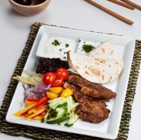 Gyros pitával és zöldségekkel