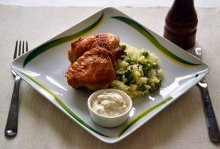 Sült csirkecomb rizi-bizivel és ínyenc mártással
