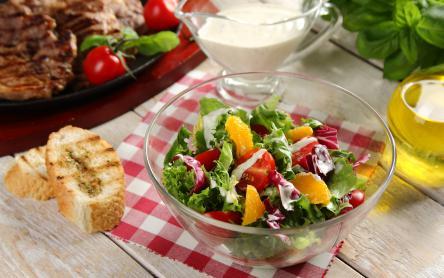Gyors nyári saláta pirított mandulával
