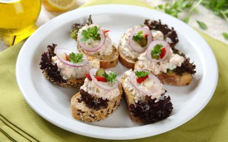 Lazackrémes mini szendvicsek