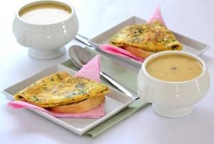 Rókagomba krémleves medvehagymás omlett szendviccsel