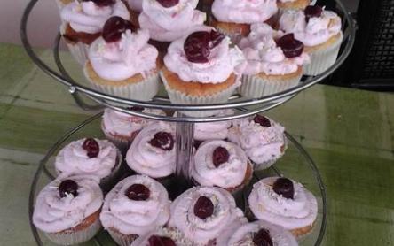 Meggyhabos cupcake