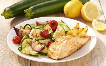Grillezett lazac zöldségekkel