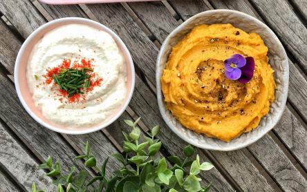 Zöldséges mártogatós: snidlinges kesudiókrém és édesburgonyás csicseriborsókrém - Garádi Zsófka konyhájából