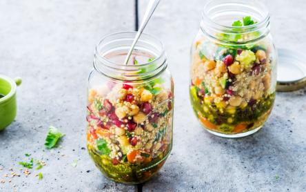 Keleti quinoa saláta