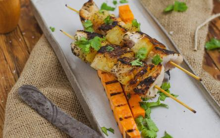 Grillezett ananászos csirke édesburgonyával - Iklódi Dóri konyhájából