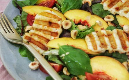 Nektarin saláta grillezett sajttal - Szűcs Réka - Ízből tíz konyhájából