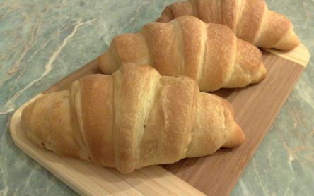 Croissant Vajas ízzel