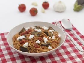 Spagetti hússal és sült padlizsánnal