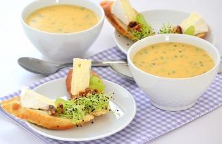 Erdei gombakrémleves camembert sajtos szendviccsel