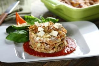 Lasagne pulykával, grillezett cukkinivel és feta sajttal