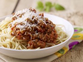 Kedvenc bolognai spagettink fokhagymásan, húsos szalonnakockákkal