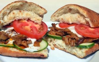 Vegetáriánus gyros szendvics ciabattában