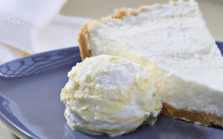 Sütés nélküli túrótorta madártej jégkrémmel