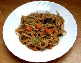 Tonhalas-zöldséges kínai tészta