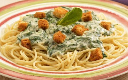 Zöld spagetti pirítóssal