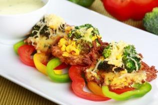Tócsni zöldségekkel és sajttal sütve
