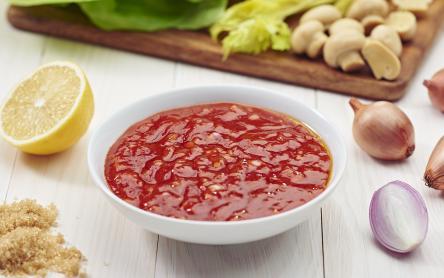 Ketchupos, hagymás saláta dresszing
