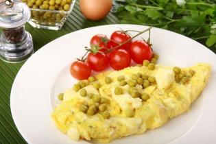 Zöldborsós omlett ömlesztett sajttal