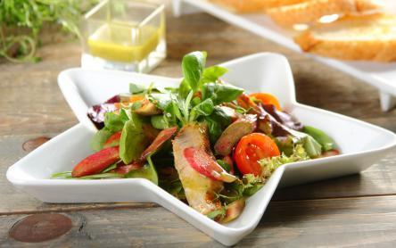Saláta grillezett csirkével és rebarbarával