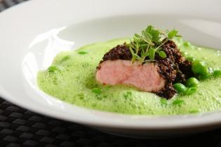 Zöld minestrone leves füstölt borjúval