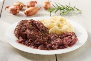 Bélszín steak mogyoróhagyma mártásban