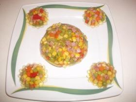 Zöldségek sonkával aszpikban