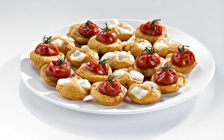 Paradicsomos-sajtos pogácsa szárított bazsalikomos