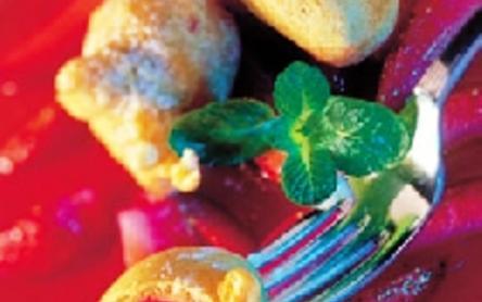Palacsintatésztában sült eper