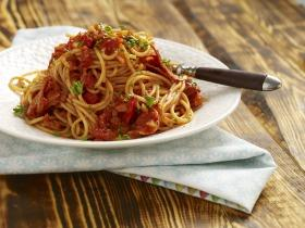 Paradicsomos-kolbászos spagetti