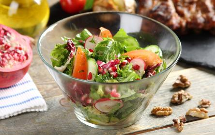 Zöld saláta gránátalmával