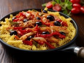 Mediterrán csirkeragu fussili tésztával