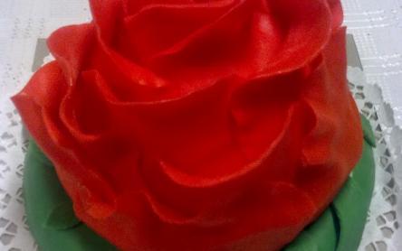 Rózsatorta, fehércsokis mascarpone krémmel