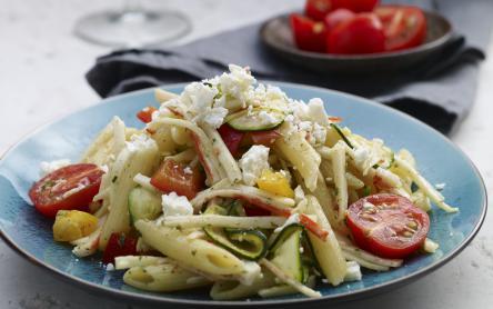 Görög saláta pennével és surimivel