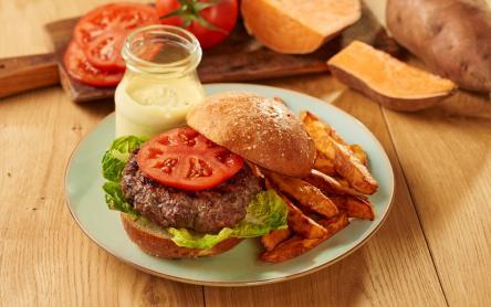 Hamburger fokhagymás-tárkonyos majonézzel