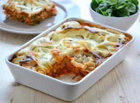 Vegetáriánus lasagne lencsével, édesburgonyával és mozzarellával