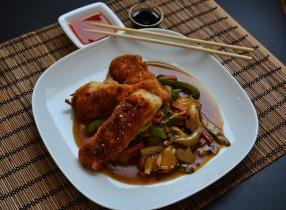 Rántott hal kínai pirított zöldségekkel és laskagombával