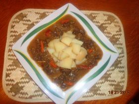 Pikáns balinéz marharagu burgonyával