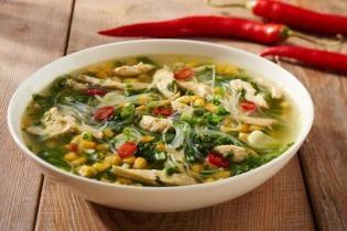 Zöldséges ázsiai csirkehúsleves