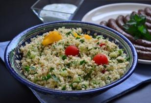 Kuszkusz saláta merguez kolbásszal